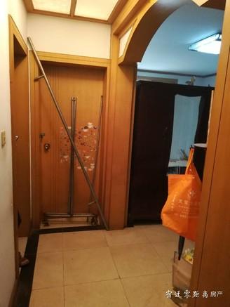 售供电小区多层1楼简单装修120平,送储藏室,75万