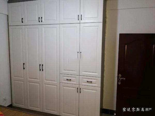 出租恒佳花苑多层四楼精装修85平,半年付,每月1600元