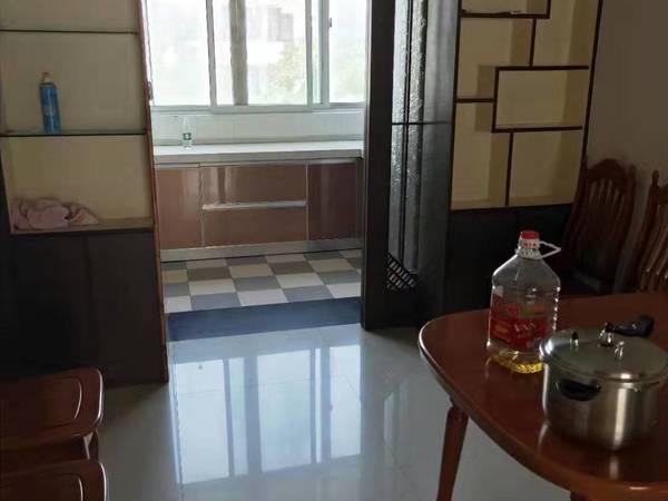 金陵名府多层三楼 4室2卫 设施齐全 拎包入住