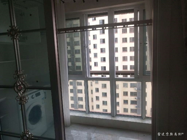 出租鑫地名都三室精装106平,家电家具齐全,拎包即住,每月2000元
