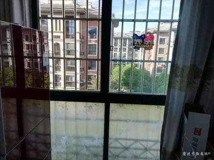 售阅湖花园多层五楼113平,送储藏室,108万