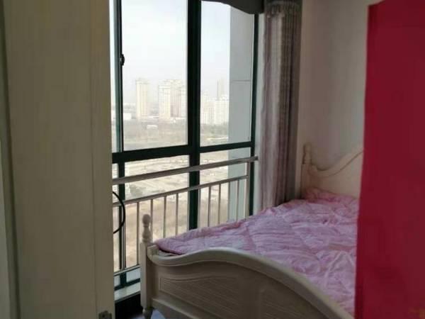 出租皇冠公寓1室1厅1卫52平米1400元/月住宅