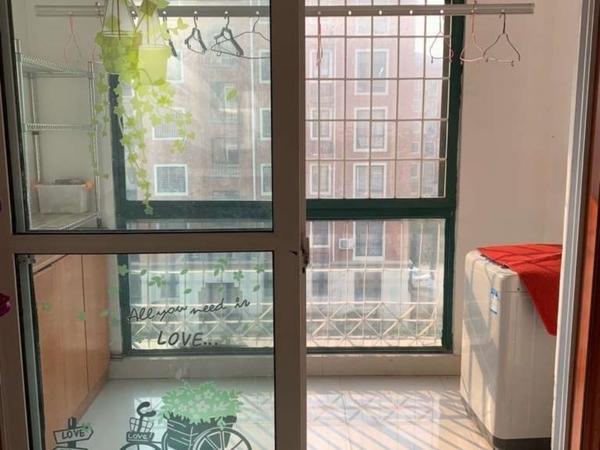 出租阅湖花园三室简装96平,家电家具齐全,拎包即住,每月1500元